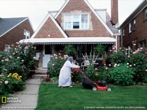 woman-lawnmower-michigan-052309-sw